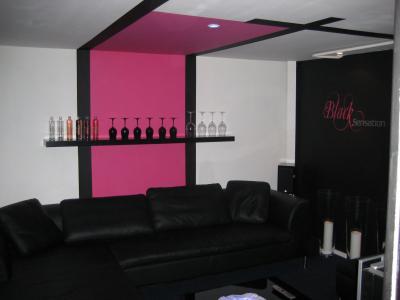 Salon extrem afdesign personnalisation for Decoration chambre rose fushia et noir